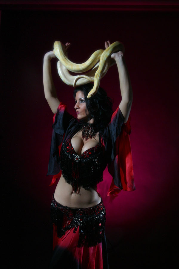 maiiah01.jpg Serpent dancer Maiiah from Connecticut, Photographer Steward Noack, House of Indulgence, www.thehouseofindulgence.com