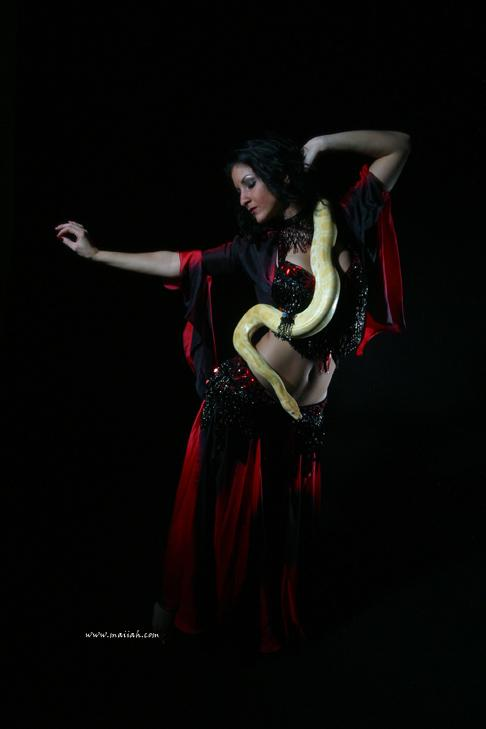 maiiah07.jpg Serpent dancer Maiiah from Connecticut, Photographer Steward Noack, House of Indulgence, www.thehouseofindulgence.com